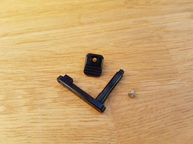 RetroArms CNC Lippaan lukitusvipu AR15 - A (musta)