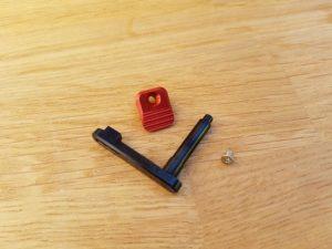RetroArms CNC Lippaan lukitusvipu AR15 - A (punainen)
